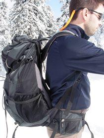 Rucksack steht vom Rücken ab